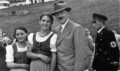 Hitler113